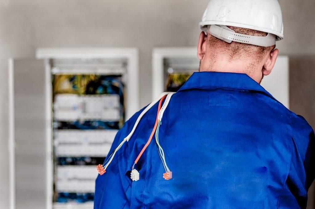 Electricista de mantenimiento eléctrico